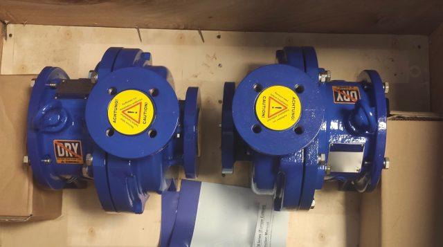 Centrifugalne pumpe sa magnetnom spojnicom odlikuje jednostavna konstrukcija bez zaptivača (tzv. seal-less konstrukcija).Jednostavna konstrukcija omogućava i jednostavno održavanje.